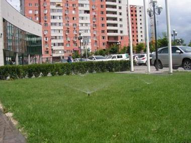 Автоматический полив газона Сбербанка