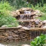 Водопад на камнях